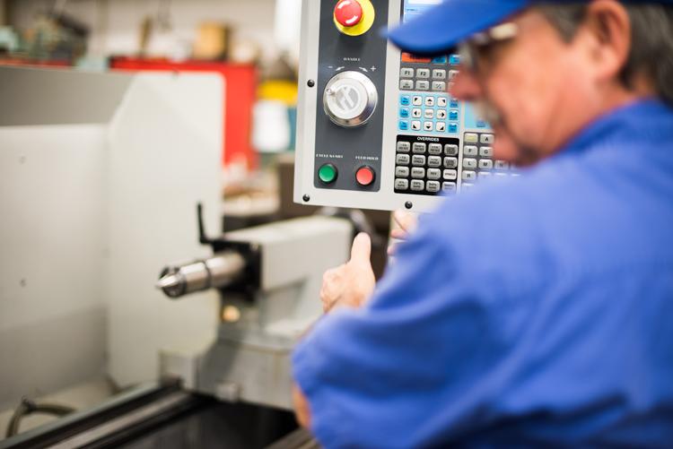 Mechanician operating a milling machine